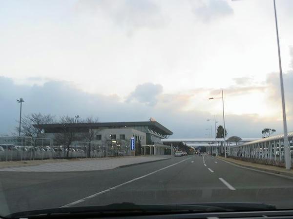 レンタカーに乗って山口宇部空港へ