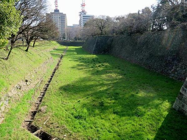 東門付近の堀