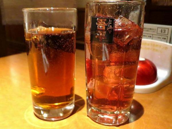 【左】ホットウーロン茶 280円(税別)、【右】男梅サワー 380円(税別)