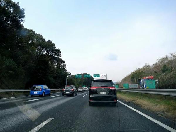 東名高速渋滞中