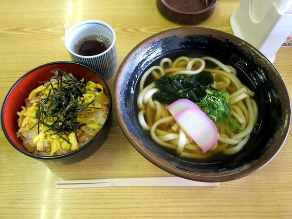 バラ寿司セット(うどん) 720円