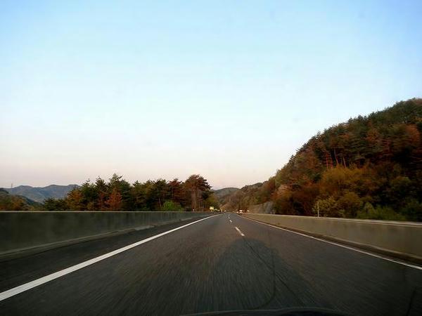 夜明けの上信越道だか長野道だか