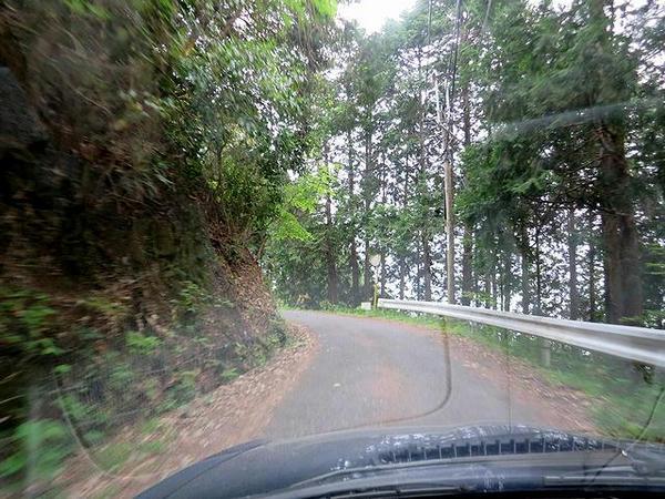 高取山に入ると道幅が狭く