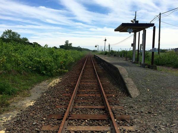 鵡川寄りの踏切から見た汐見駅
