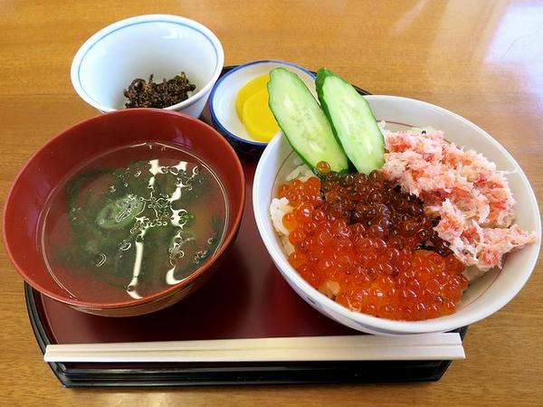 カニ・いくら丼(ハーフサイズ) 1600円