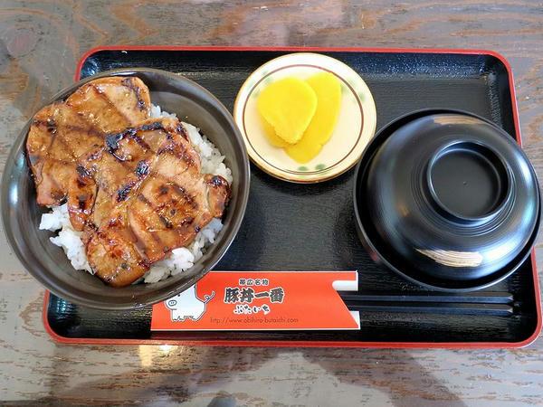 ヒレ豚丼ハーフ 730円