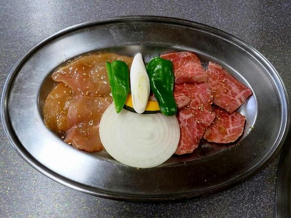 ヘルシーセット(ロース・若チキン・半ライス・味噌汁・漬物・サラダ) 1147円