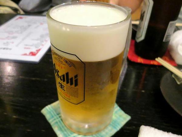 アサヒ生ビール・中ジョッキ(朝日生啤酒中杯) 150元+サービス料