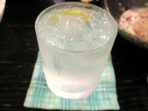 レモンハイ(檸檬蘇打燒酒) 150元+サービス料