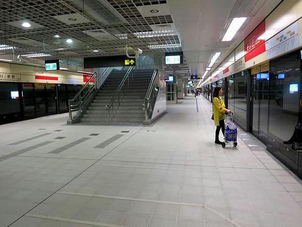 台北101/世貿站の月臺