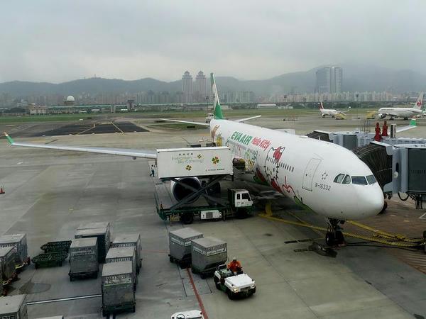 台北松山空港に到着したBR189便
