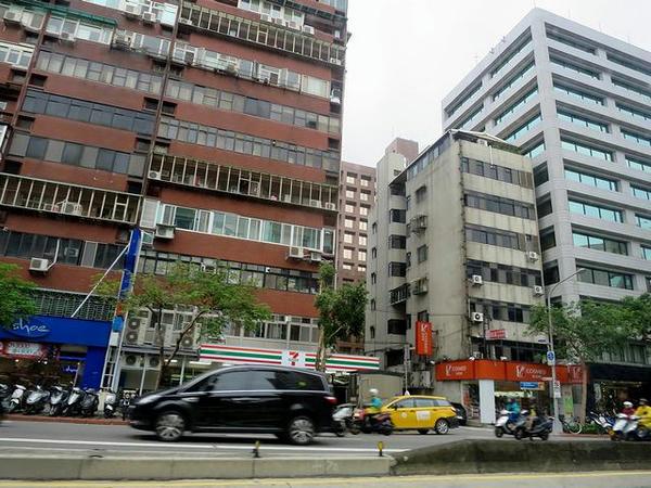 タクシーから見た台北の街並み
