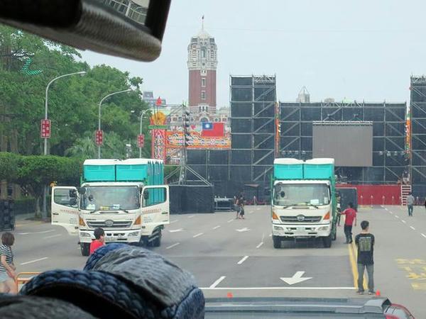 車窓から見た台湾総督府
