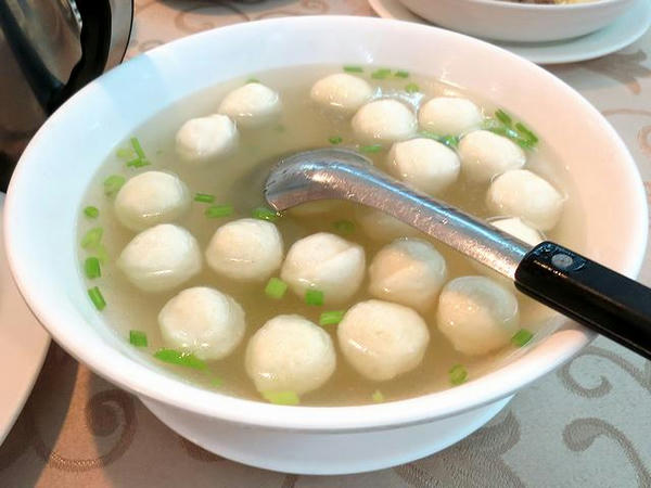 すり身ボール入りスープ
