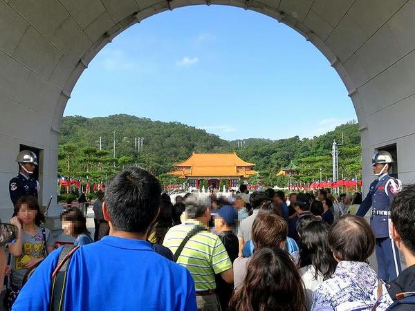 開始前の大門牌楼から忠烈祠大殿を望む
