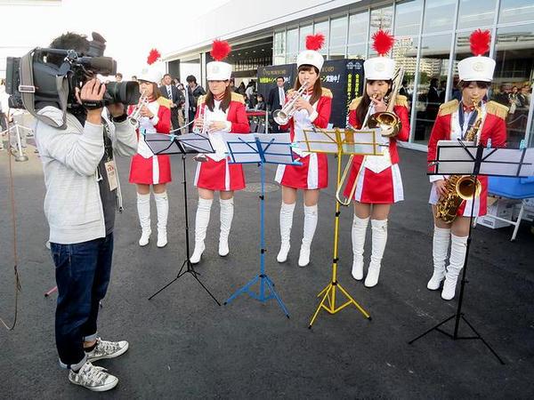 東京トゥインクルファンファーレの皆さんとTV?カメラクルー