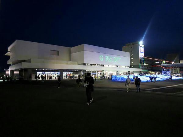 夜のスタンド(正門側)