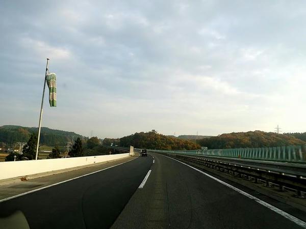 朝の東北道を行く