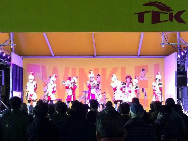 最終レース終了後に演奏する東京トゥインクルファンファーレの皆さん