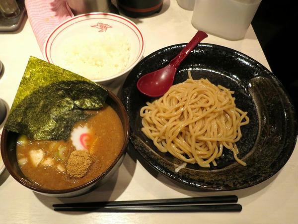 魚豚濃恋つけ麺(麺少なめ) 810円 と 半ライス 110円