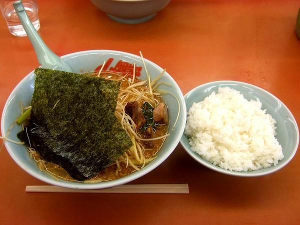 特製味噌ネギラーメン(麺普通・味普通・脂普通) 790円 + ライス 160円