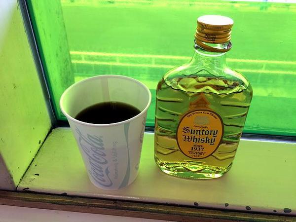 ホットコーヒーにウイスキー投入で暖まっていくスタイル