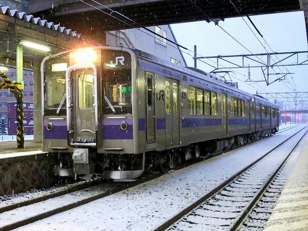 水沢駅に停車中の盛岡行き快速アテルイ