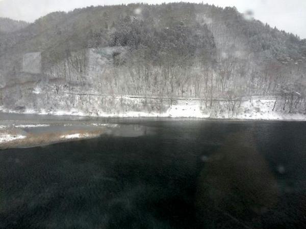 雪の錦秋湖