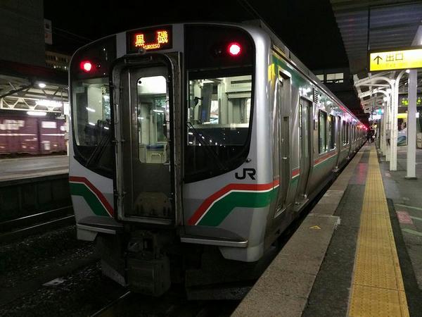 福島駅で発車を待つ黒磯行き普通列車