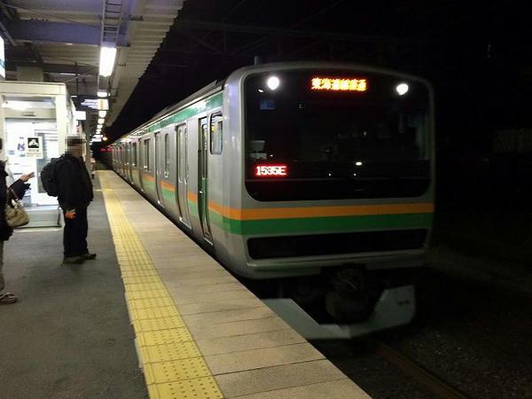 夜明け前の始発電車で