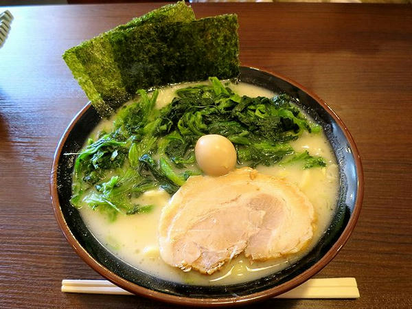 塩ラーメン 700円 + ほうれん草増し 100円