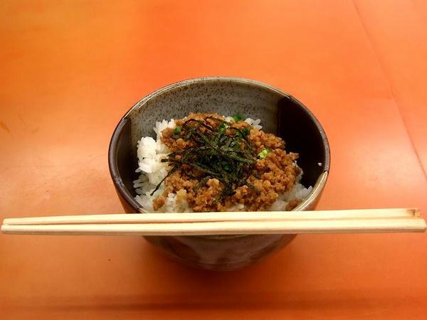 濃厚プレミアム塩とんこつ そぼろ丼セット 1,030円 のそぼろ丼