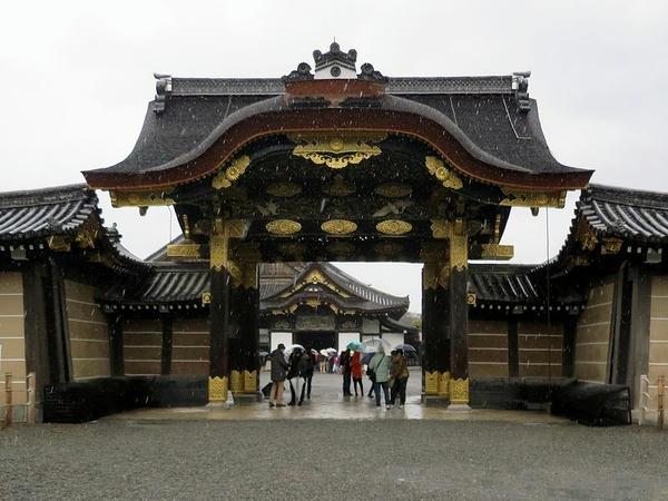 二の丸御殿の唐門