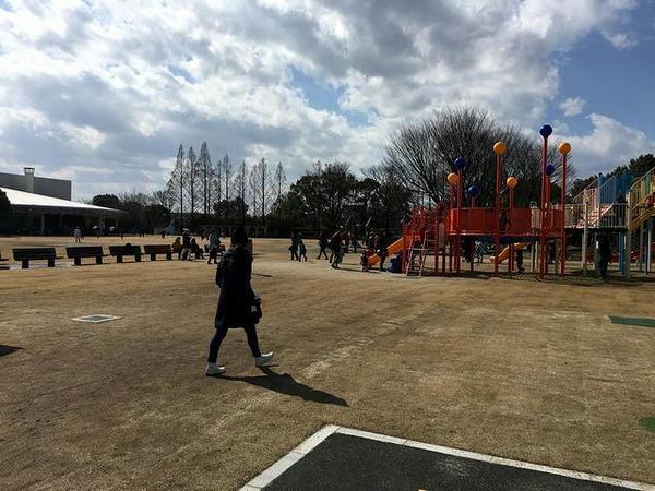 大型遊具とイベントステージ