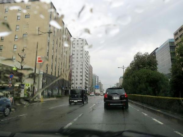 雨の京都市内を走行中