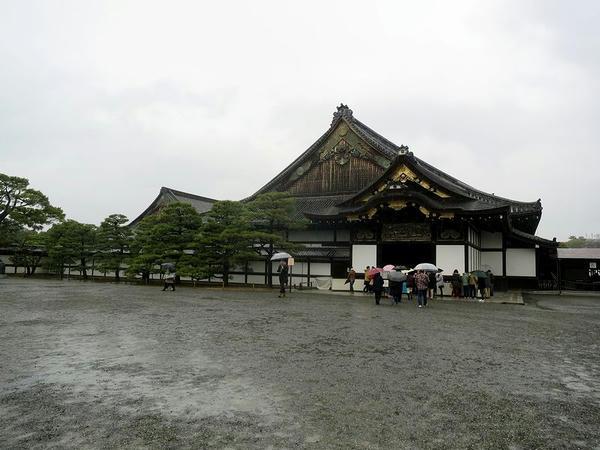 雨の二の丸御殿