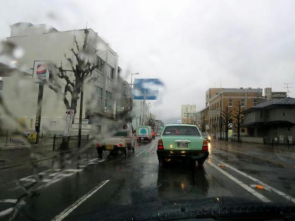 再び雨の京都市内を走行中