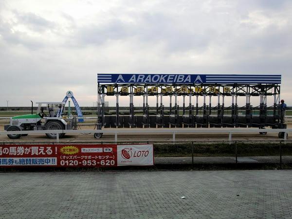最終レース後に片付けられるゲート