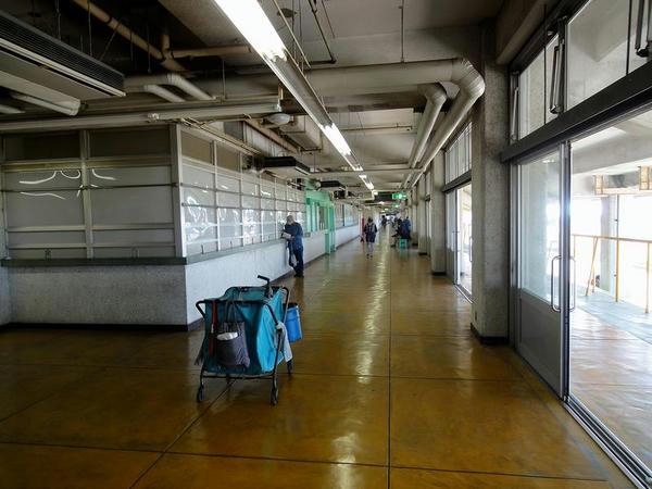 2階スタンド内(コース側)