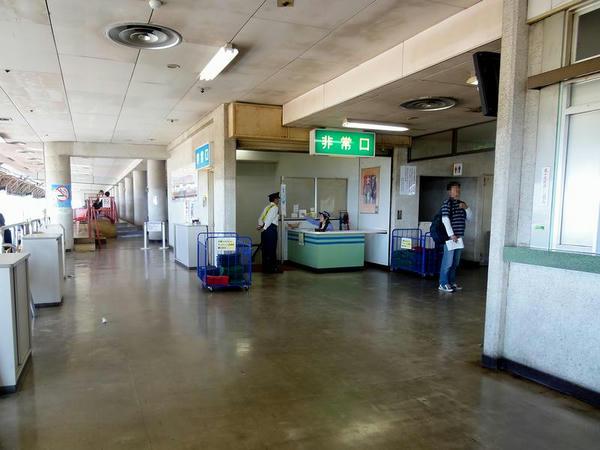 3階特別観覧席入り口(スタンド中央階段)付近