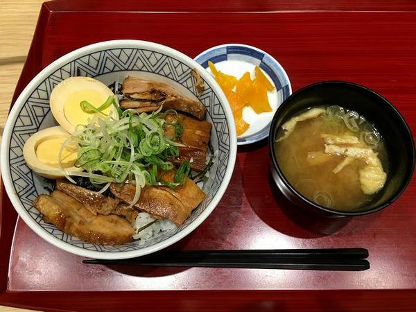 豚角煮丼 950円