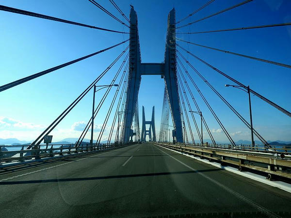 朝の(下津井)瀬戸大橋を走る