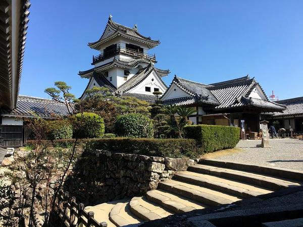 高知城天守と本丸の建物