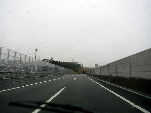 朝の新東名高速