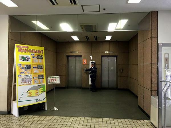 指定席・馬主席専用エレベーター