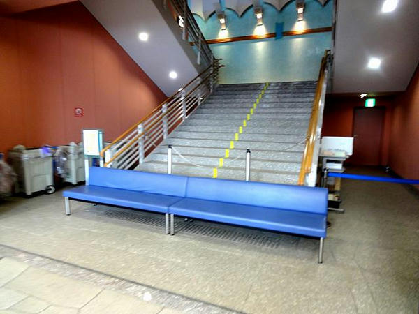 2階への階段(ピンぼけ申し訳ない)