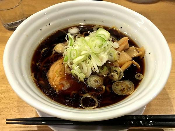 富山のご当地ぐるめセットの黒醤油ラーメン(単品だと700円)