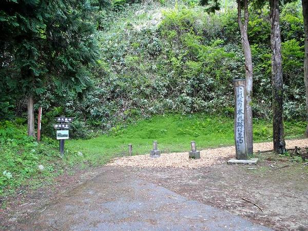 駐車場からの登城口