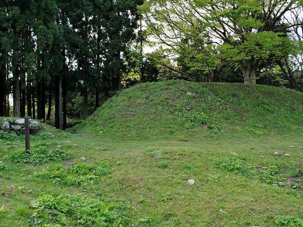 本丸を囲んでいた石垣の裏側