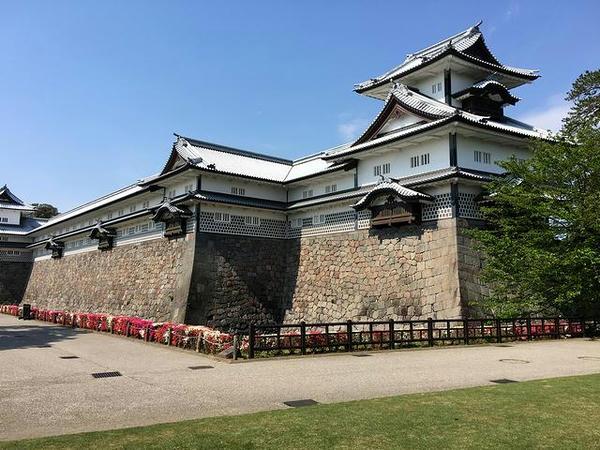 菱櫓側から見た菱櫓・五十間長屋・橋爪門続櫓